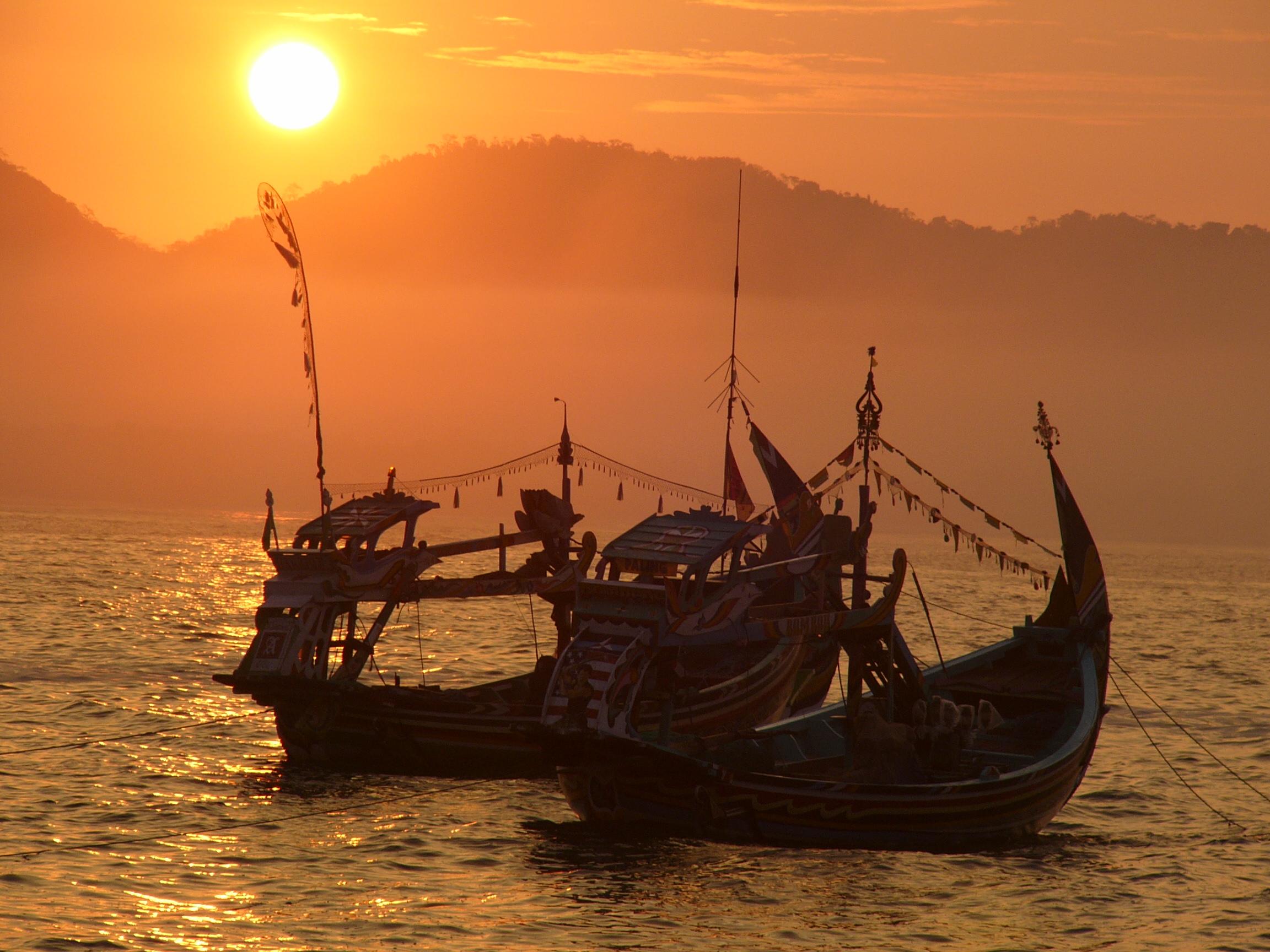 Magnifique vue en Indonesie des bateaux durant les trips avec Archipelago Adventure