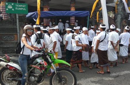 moto bali ceremonie Archipelago Adventure indonesia