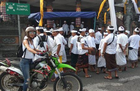 moto bali ceremonie Archipelago Adventure indonesia